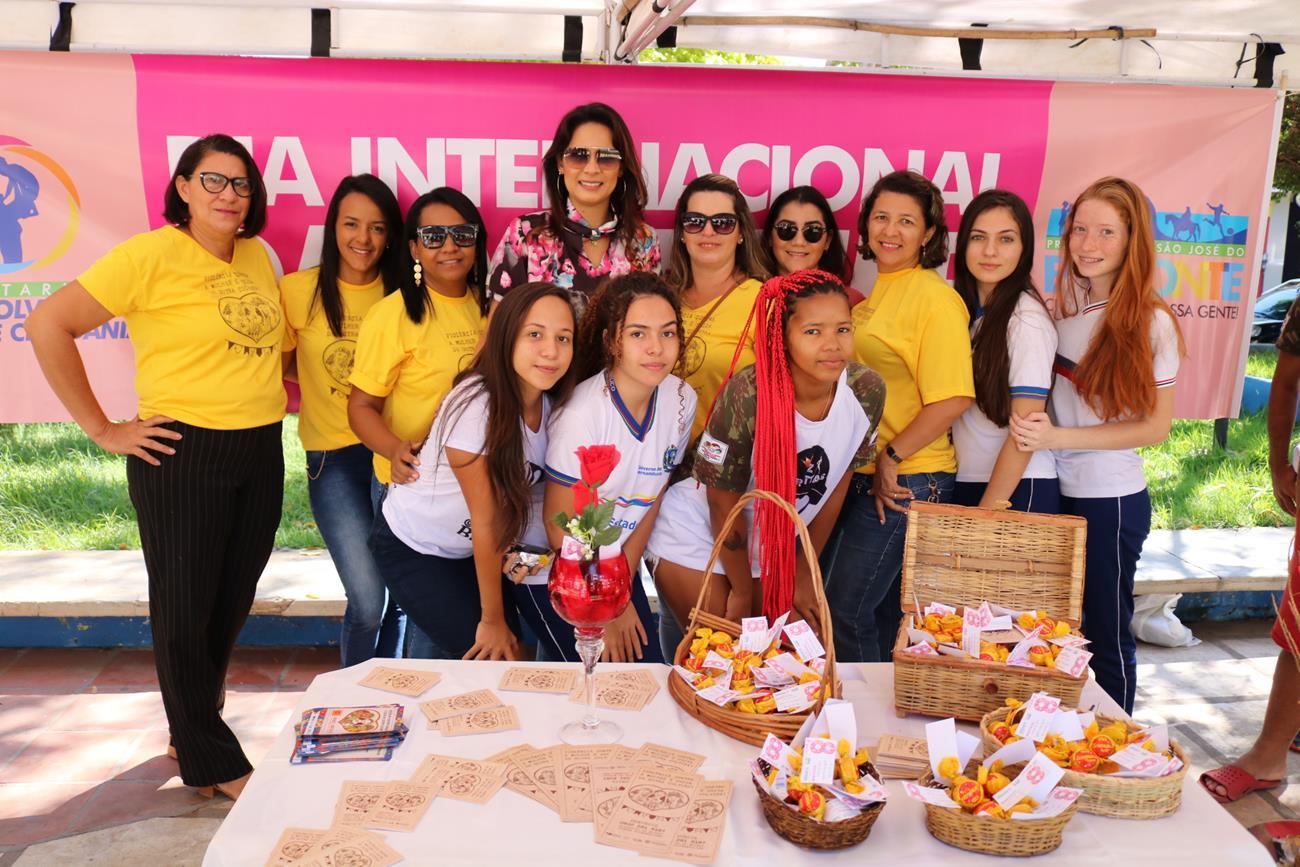Prefeitura realiza ato em homenagem ao Dia da Mulher