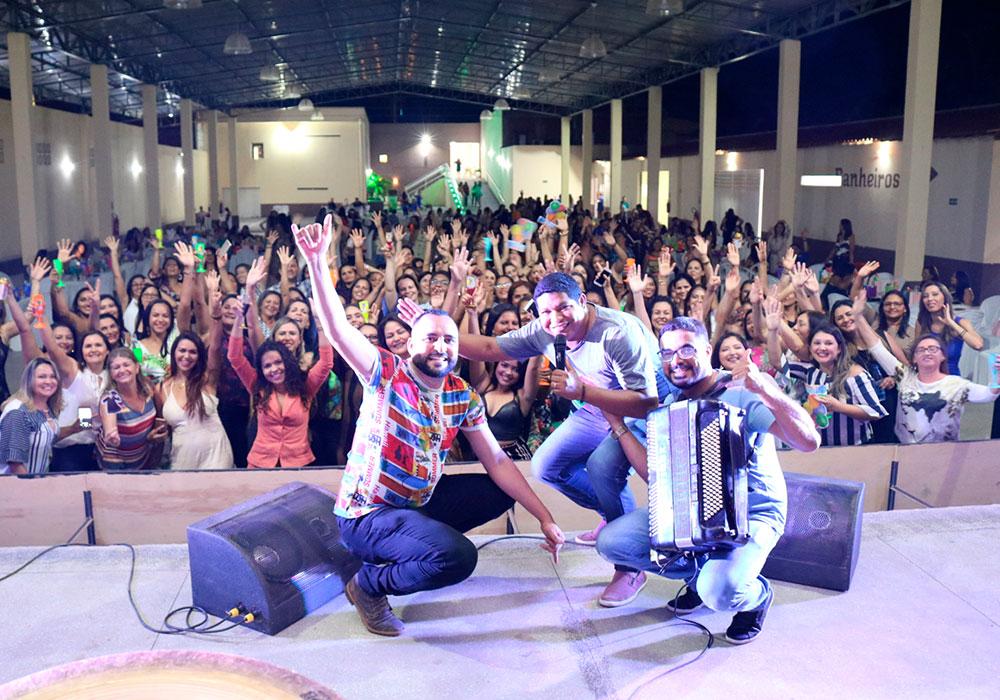 FOTOS: Secretaria de Educação realiza festa em homenagem aos professores