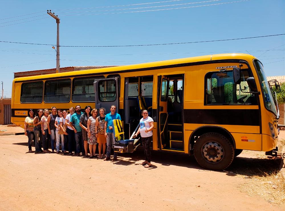 São José do Belmonte recebe ônibus para transporte escolar