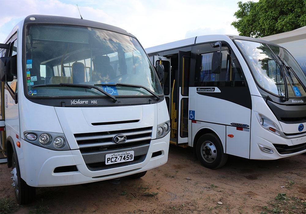 Romonilson consegue dois micro-ônibus para a Saúde