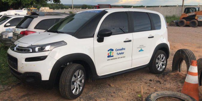 Prefeitura de São José do Belmonte adquire veículo para o conselho tutelar
