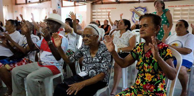 Secretária de Desenvolvimento Social e Cidadania reúne grupos de idosos