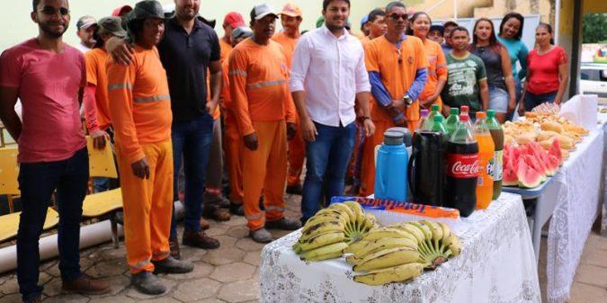 Prefeitura realiza café da manhã em homenagens ao Dia do Gari