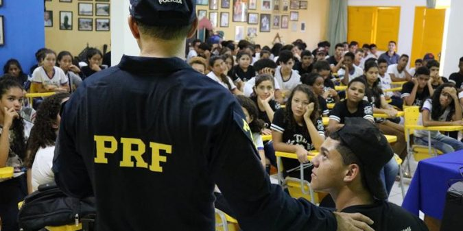 Polícia Rodoviária Federal ministra palestra em São José do Belmonte