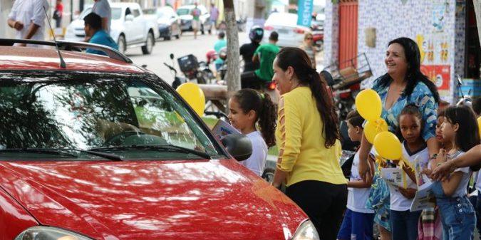 Secretaria de Educação realiza blitz educativa no trânsito