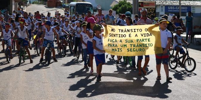 MAIO AMARELO: Escola Vicente de Souza França realiza passeio ciclístico