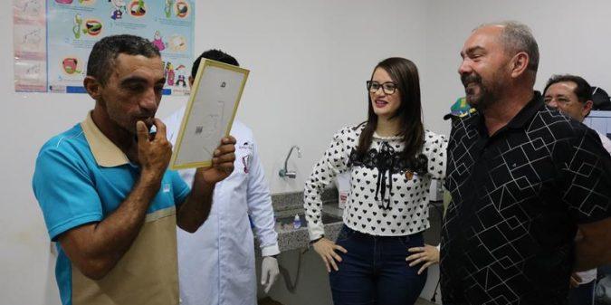 Romonilson acompanha distribuição de próteses dentárias na Vila Fortuna