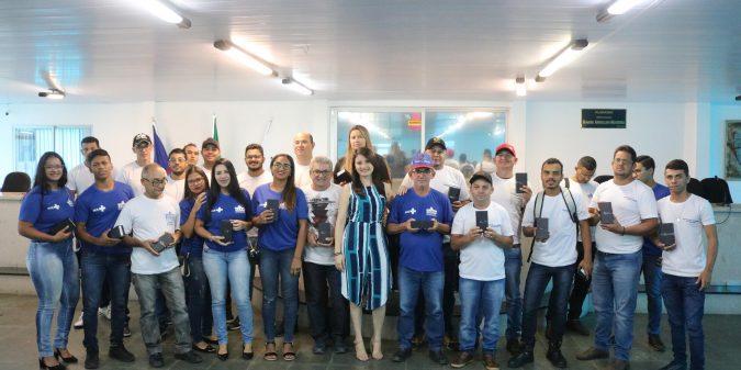 Agentes de endemias de São José do Belmonte recebem aparelho celular para agilizar atendimento