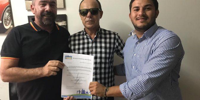 Romonilson assina ordem de serviço para construção do pórtico de entrada da cidade no Bode Assado